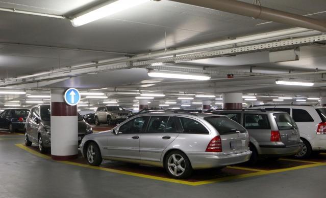 voiture et parking durant la braderie de lille